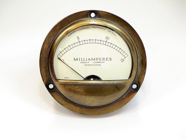 640px-Ampere-o-meter-vintage-HDR-0h