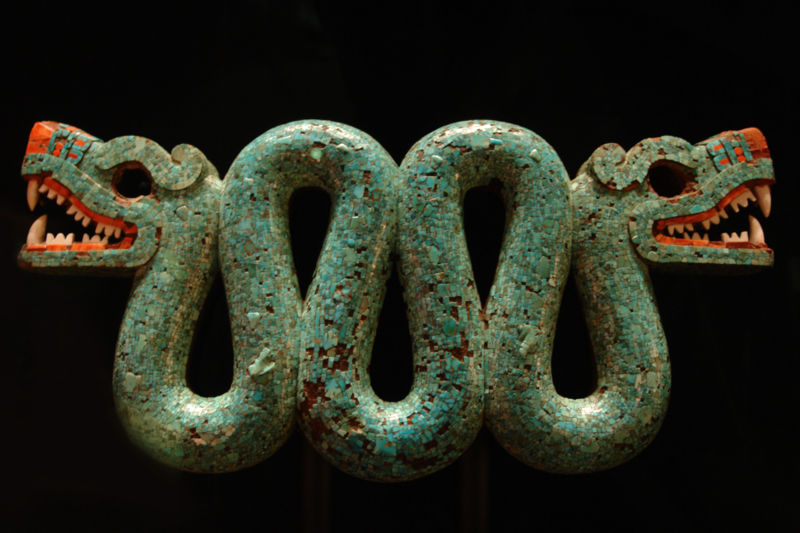 Two-headed turquoise serpent. Mixtec-Aztec, 1400-1521. Held at British Museum. Credits: Wikimedia Commons.